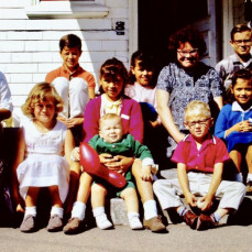 Andy age 4 front right - Louise Andersen